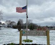 Flags to Fly at Half-Mast/Banderas para volar a media asta